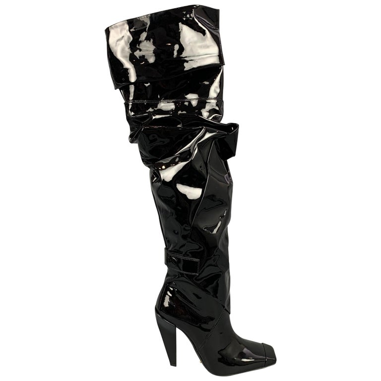 TOM FORD Size 7.5 Black Patent Leather Scrunched 105mm Boots For Sale