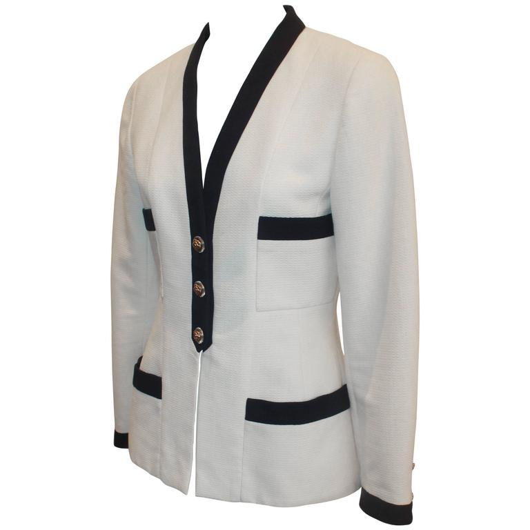 Chanel White 4-Pocket Jacket with Navy Trim & Camellia Buttons - 38 - 1980's