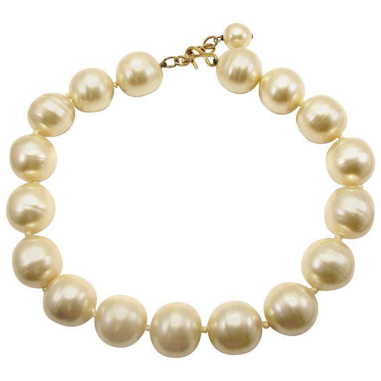 Rare Chanel Pearl Choker Necklace Baroque Poured Glass 90s Season 2 9  For Sale