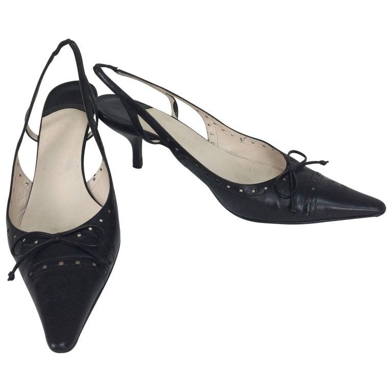 Chanel black leather bow front sling back kitten heel pumps 37M For Sale