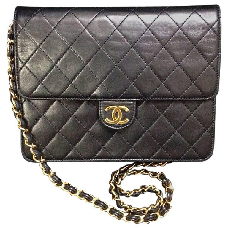 Vintage CHANEL black quilted lambskin classic 2.55 shoulder purse with golden CC For Sale