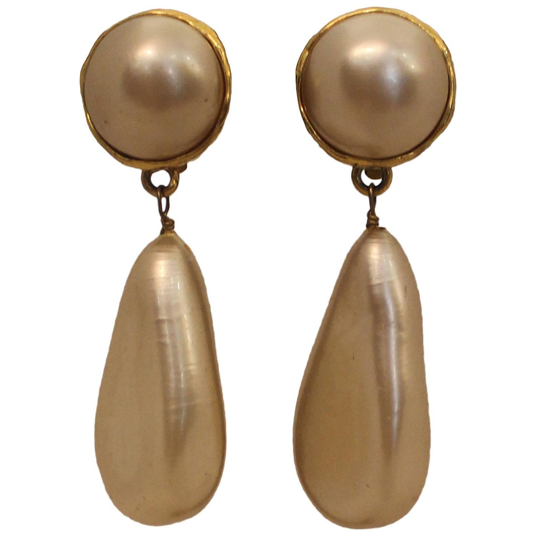 chanel vintage goldtone pearl drop clip on earrings