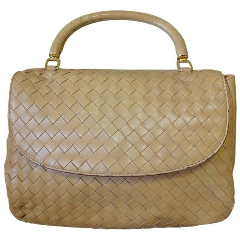 Vintage Bottega Veneta beige intrecciato woven leather handbag. Best classic bag