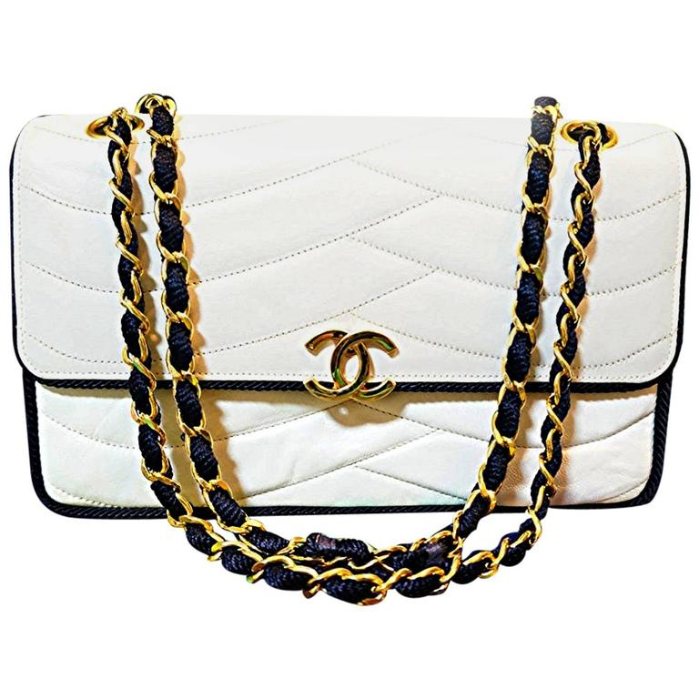 MINT. 80's rare vintage Chanel white 2.55 flap bag with navy rope and gold chain For Sale