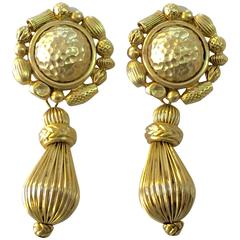 1980s OSCAR DE LA RENTA Clip On Drop Goldtone Earrinfs