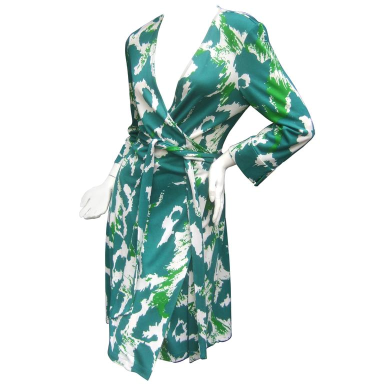 42e1e668fe Diane von Furstenberg Silk Print Wrap Dress For Sale at 1stdibs