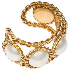 Divine 2006s Chanel Vintage Faux Pearl Cuff
