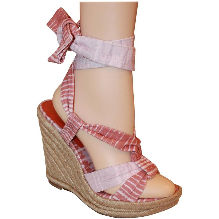 Stuart Weitzman Coral and Pink Canvas Printed Espadrille Tie-Up Wedges - 6.5 For Sale