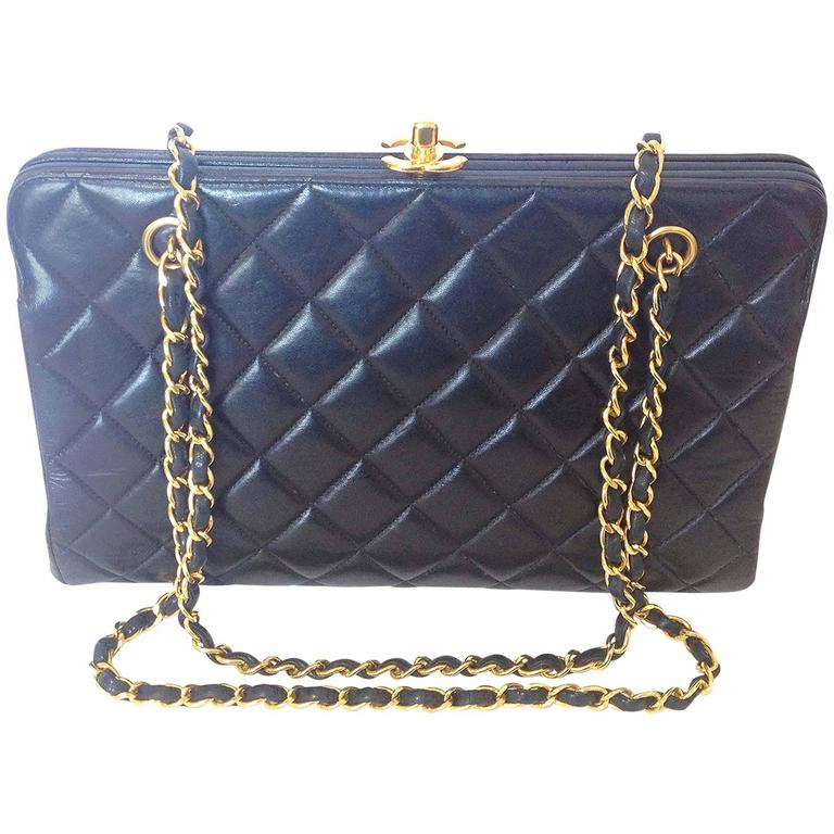 Vintage CHANEL black leather chain shoulder bag with golden CC kiss lock closure 1