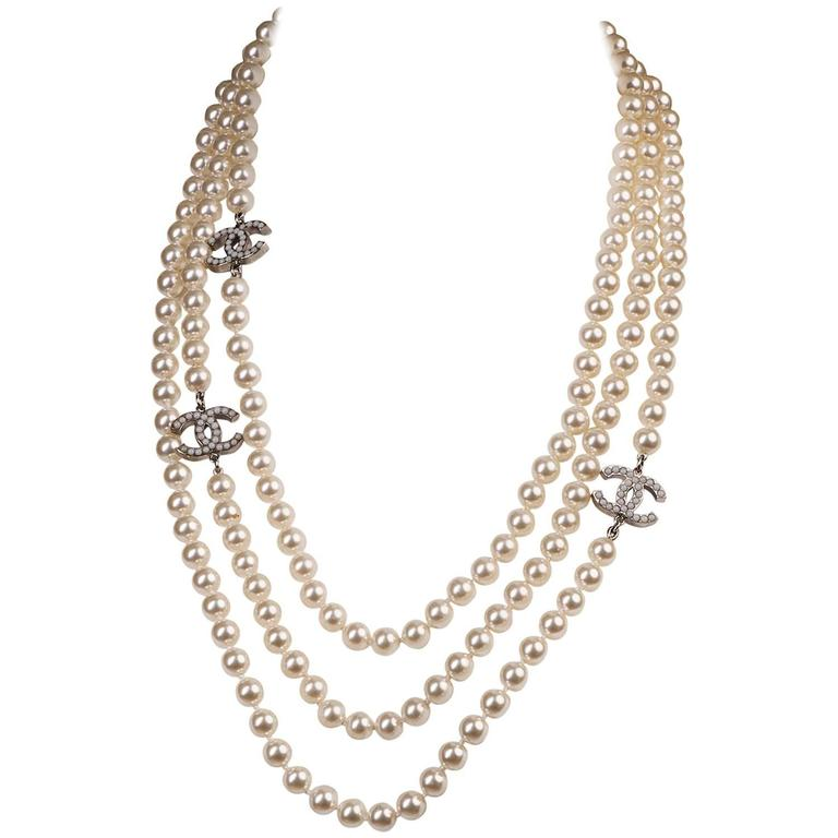 WOW Chanel 3-String Pearl Sautoir with 3-Inset Interlocking 'C's in Faux Pearl 1