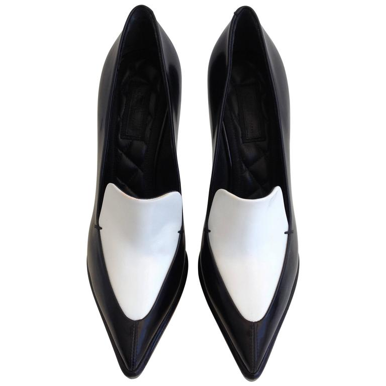 Celine Black and White Pumps Size 37.5 (7) For Sale