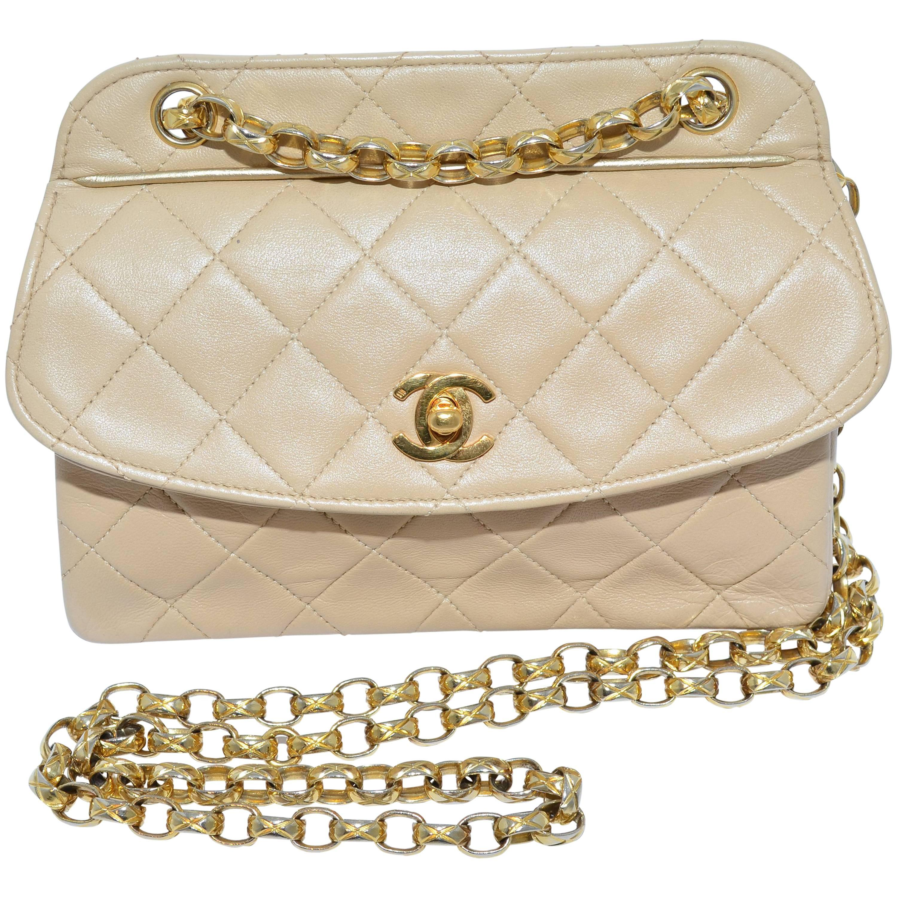 ff88c2384b01 Chanel 1989-1991 Vintage Quilted Mini Flap Bag at 1stdibs