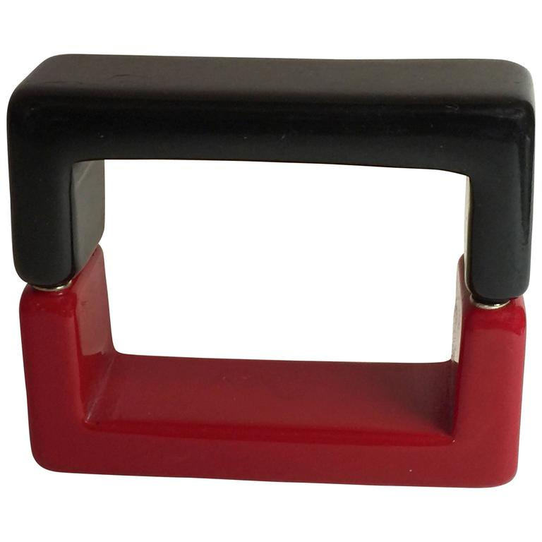 1990s Red Black Resin SQUARE Magnetic Closure Bangle Bracelet For Sale