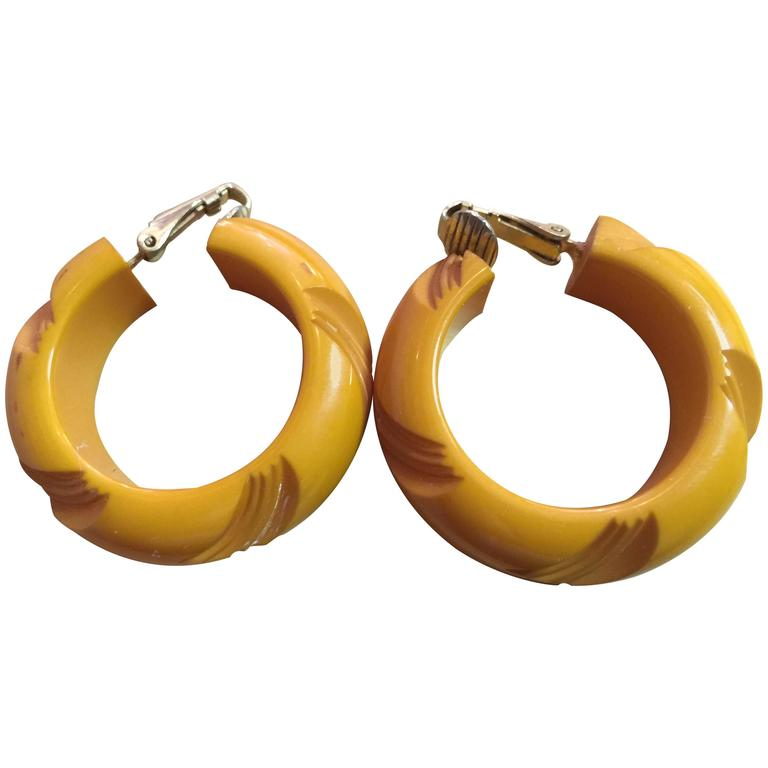 1930s Bakelite Butterscotch Carved Hoop Clip on Earrings For Sale