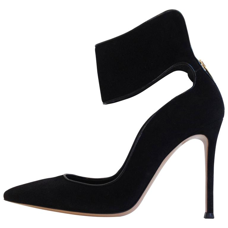 Gianvito Rossi Black Suede Cuff Heels Size 37.5 For Sale