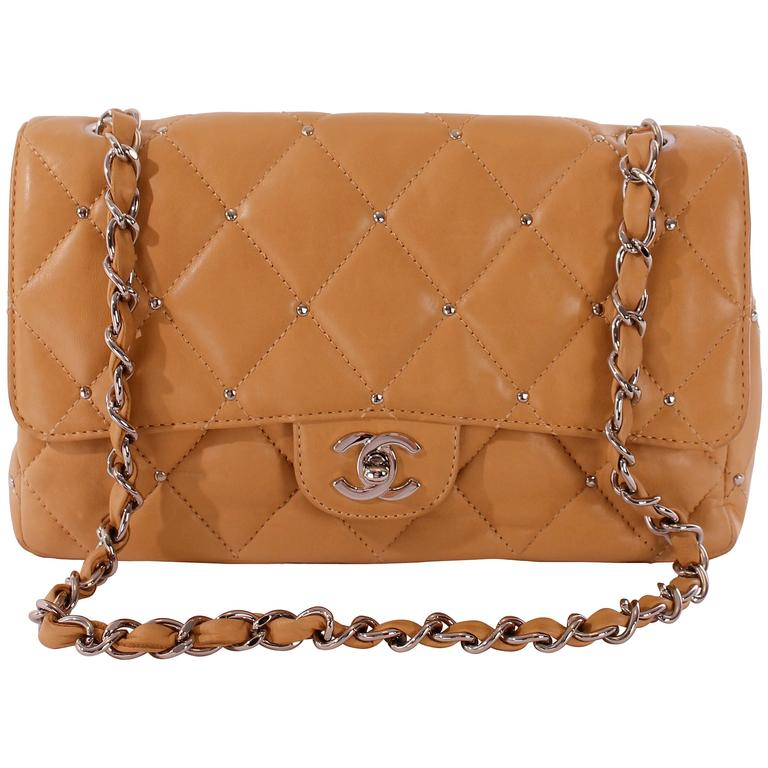 9346acfb6582 2006 Chanel 2.55 Medium Classic Single Flap Bag - camel silver For Sale