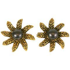 Chanel Wheat Star Pearl Earclips