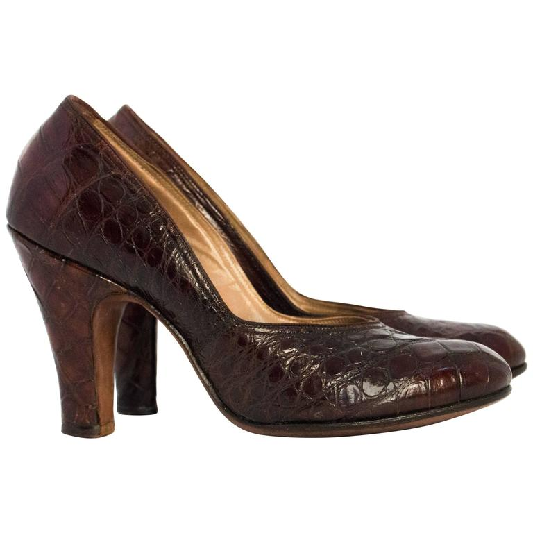 429f4342857 40s Chocolate Brown Alligator Pumps
