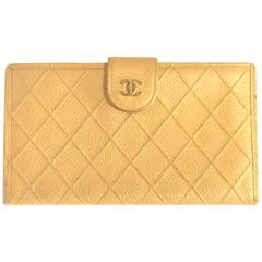 Vintage CHANEL beige caviar wallet with gold tone CC motif. Classic purse.
