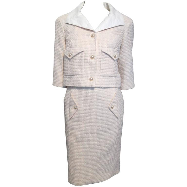 1e8020f2f38 Chanel Cream Blush Tweed Suit with Pearl Buttons Size 34 36 (2 4) at ...