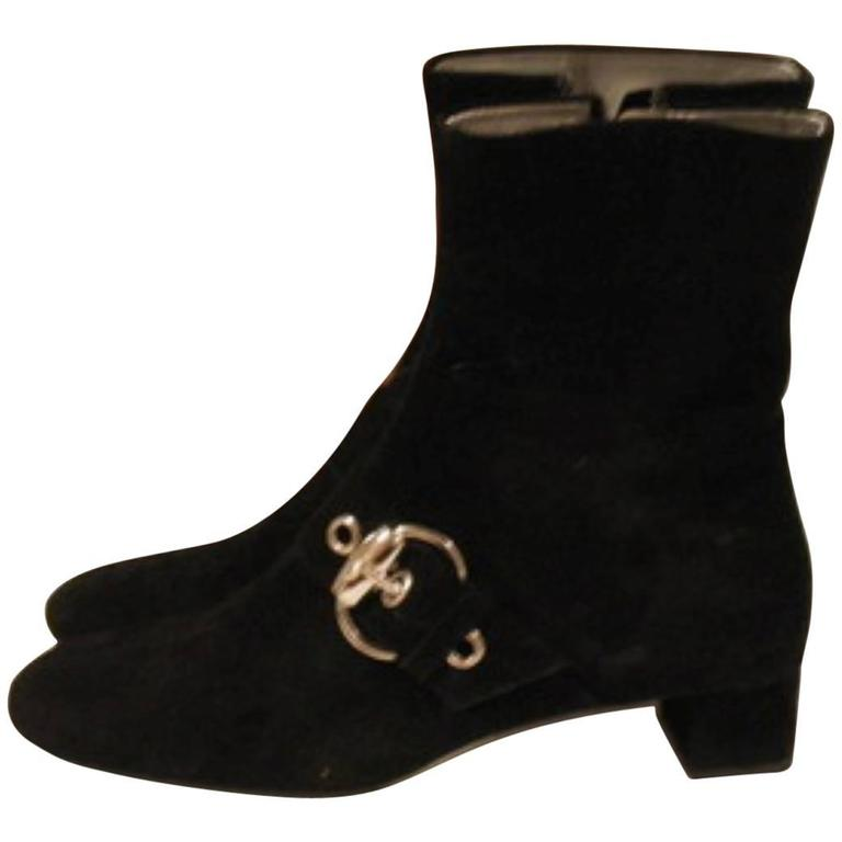 fashionable never worn gucci black suede ankle boots size