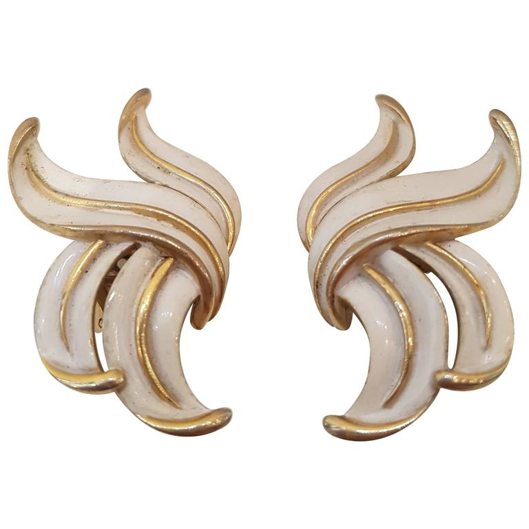 1980s Trifari gold tone clip on earrings For Sale