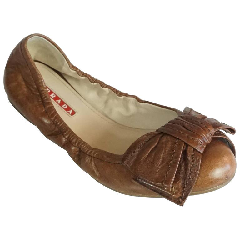 Prada Brown Leather Scrunch Ballet Flats with Bow - 35 For Sale