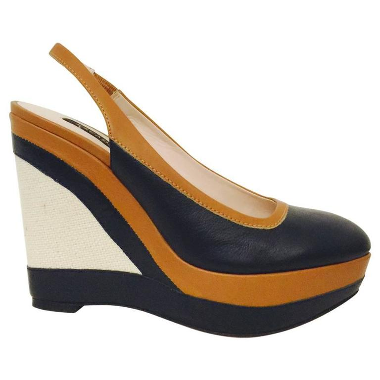 Elegant Escada Navy and Toffee Leather Wedge Slingbacks With Burlap Detail  For Sale
