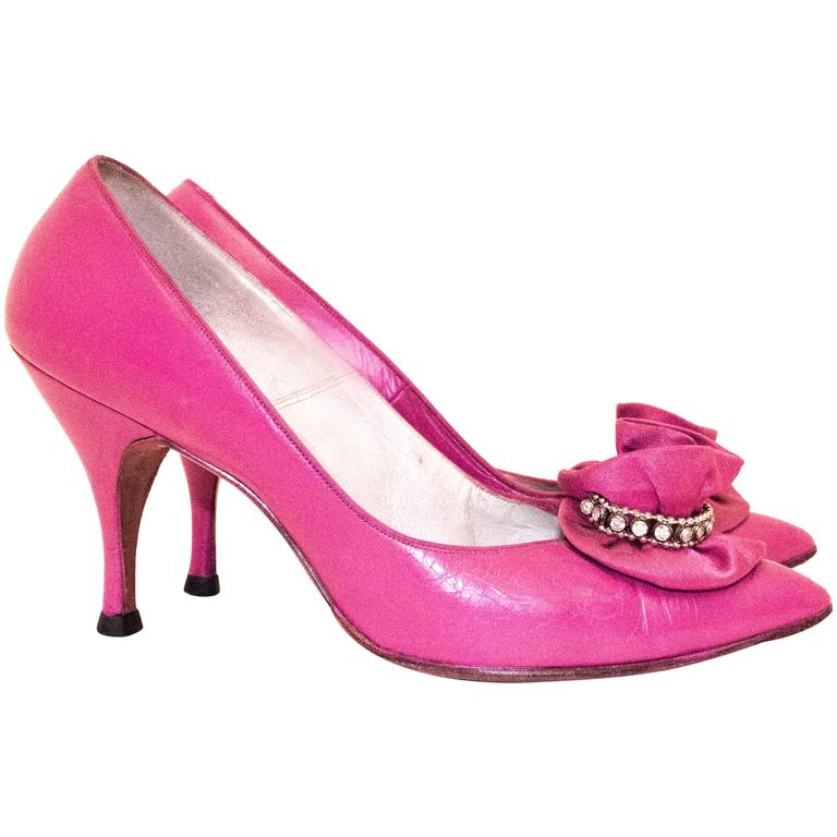 60s Hot Pink Heels with Floral Embellishment For Sale