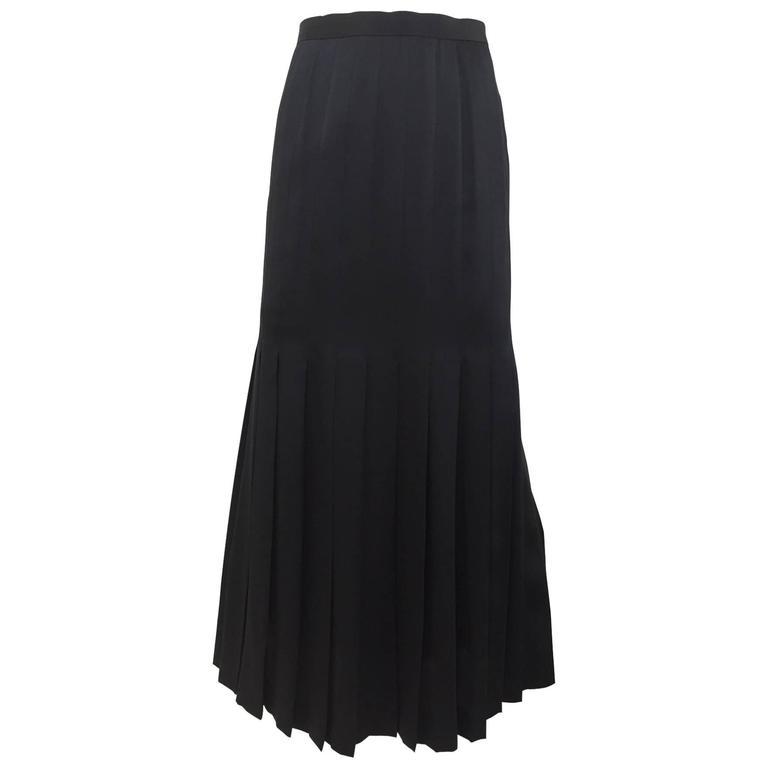 Vintage  80s CHANEL black silk pleat skirt For Sale