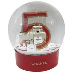 Chanel Christmas Snowballl Dome from Chanel N°5.