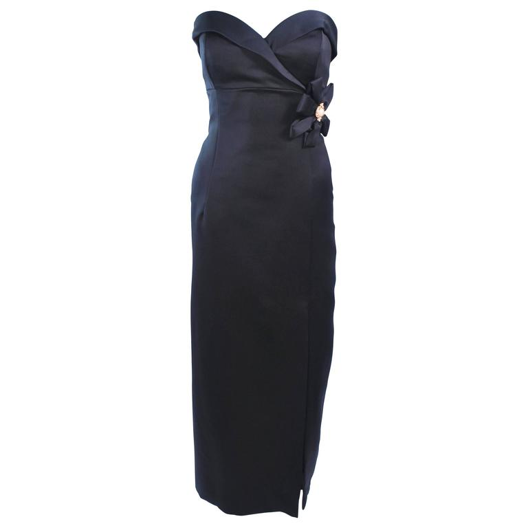 VICTOR COSTA Black Satin Gown with Side Bow Detail Size 6 8 For Sale