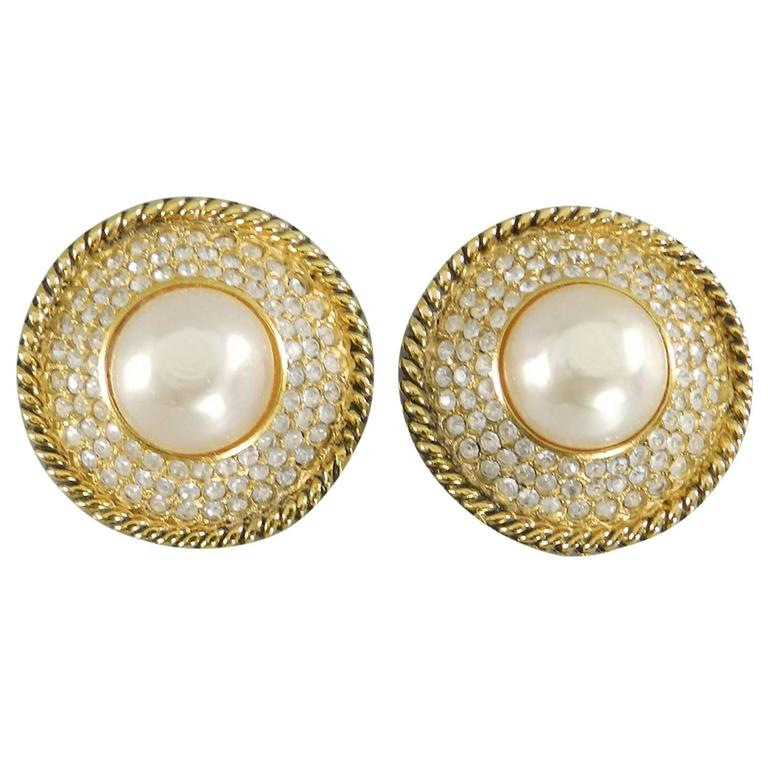 CHANEL vintage 1980's Pearl and Rhinestone button Clip on Earrings 1