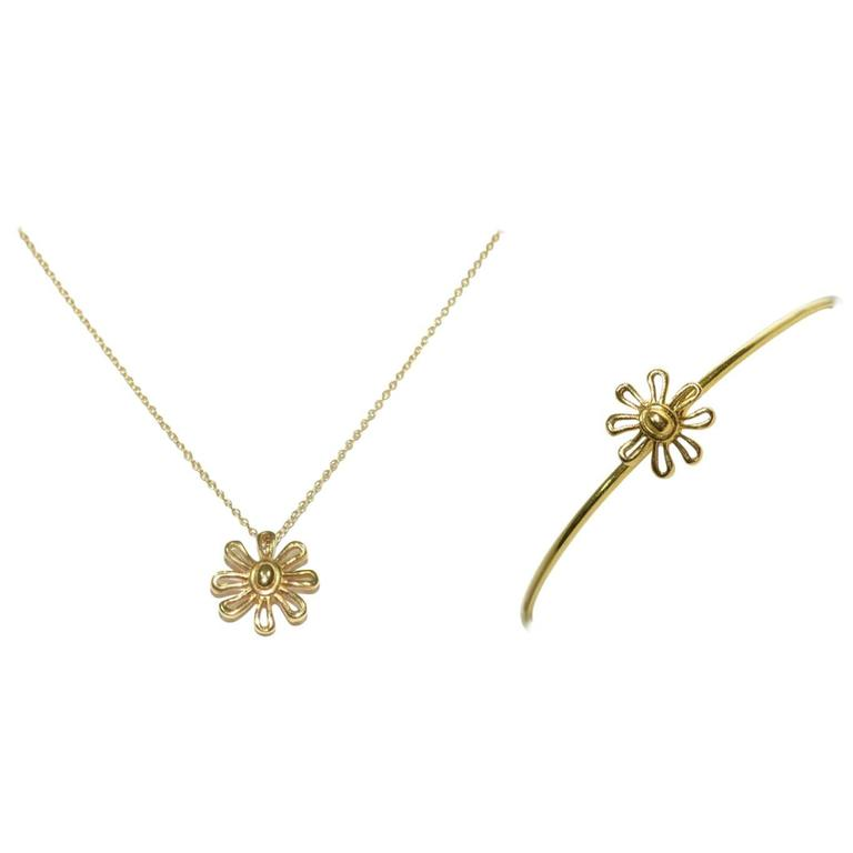 a532c9866 Tiffany Co. Paloma Picasso 18k Gold Daisy Necklace and Bracelet For Sale