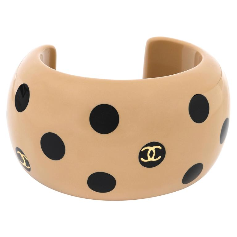 CHANEL Autumn 2000 CC Emblem Wide Tan Camel Black Polka Dot Resin Cuff Bracelet For Sale