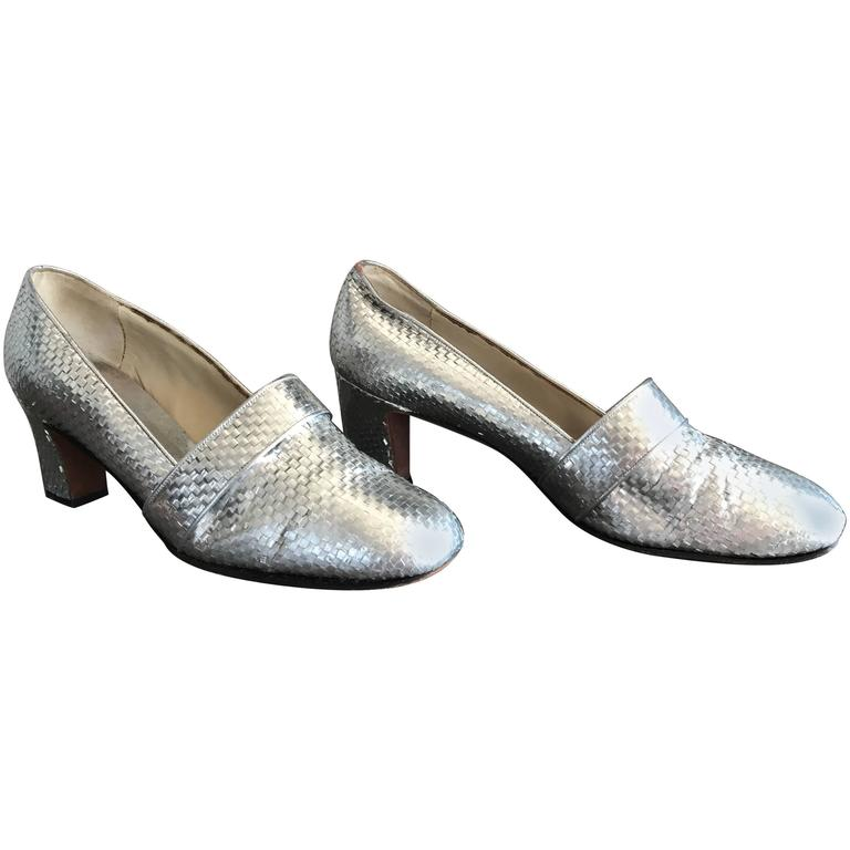 1960s HERBERT LEVINE Silver Woven Leather Size 7.5 Mod Mid Heel Loafer Heels 60s