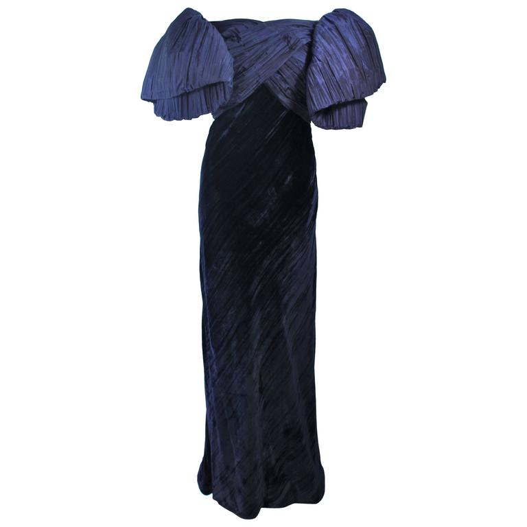 JACQUELINE DE RIBES Gown Navy Bias Velvet and Pleated Bodice Size 6 8 For Sale