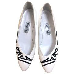 Vintage BALLY white and black leather flat shoes, pumps with geometric design.