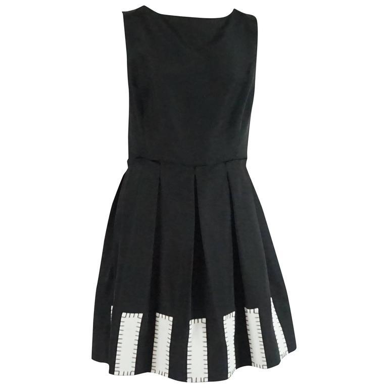Oscar de la Renta Black Silk Sleeveless Dress with White Detail - 12 For Sale