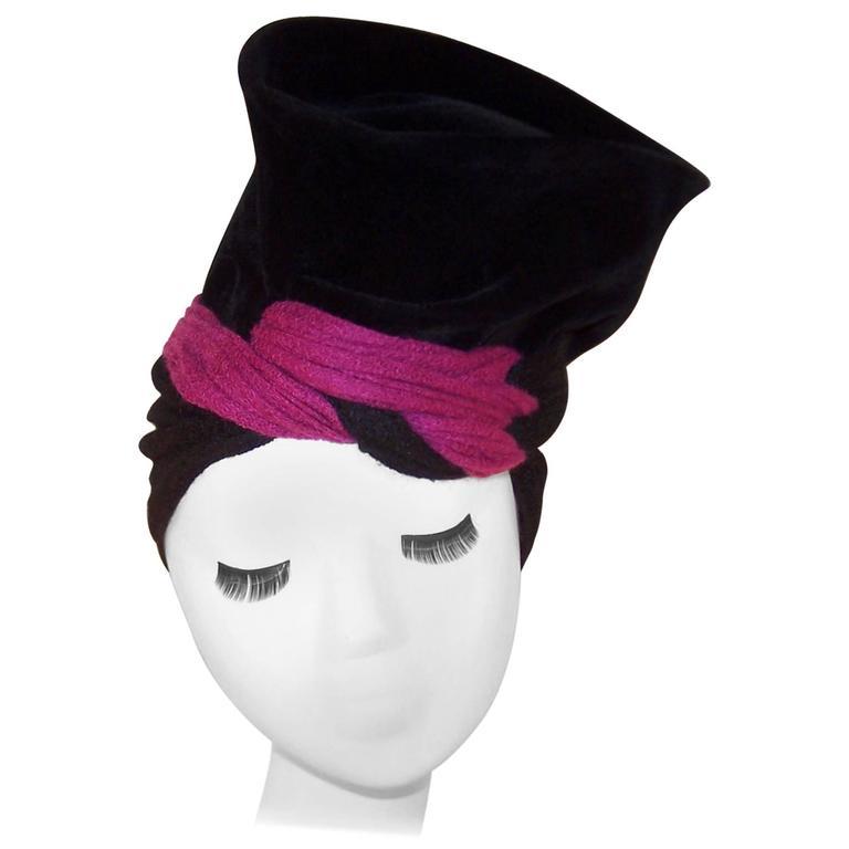 Avant-Garde C.1940 Black Velvet Hat With Fuchsia Wool Snood For Sale