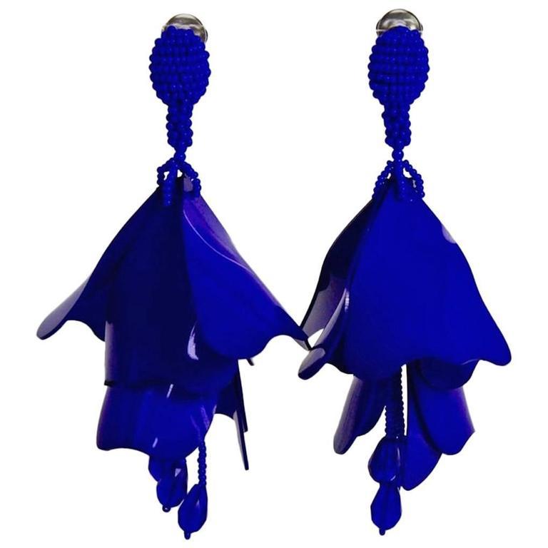 Oscar De La A Electric Blue Impatiens Clip Earrings For