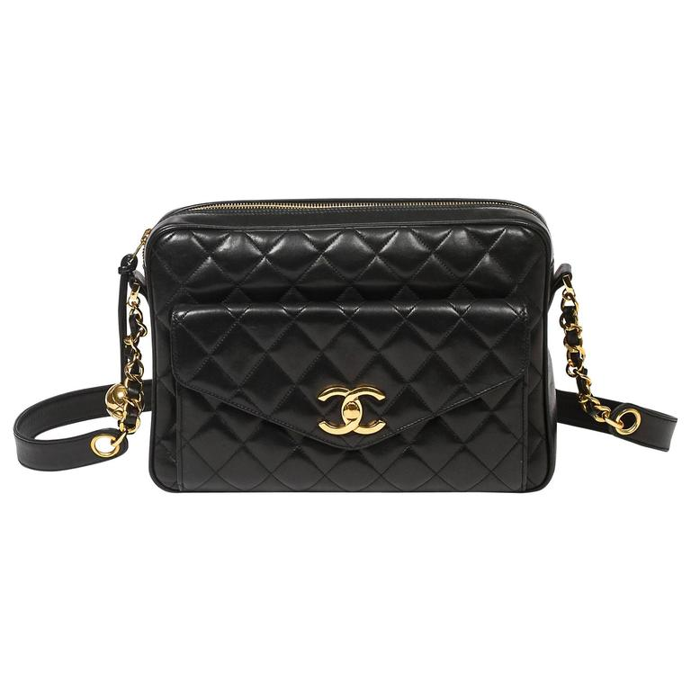 Chanel Vintage shoulder bag in black quilted lambskin 1