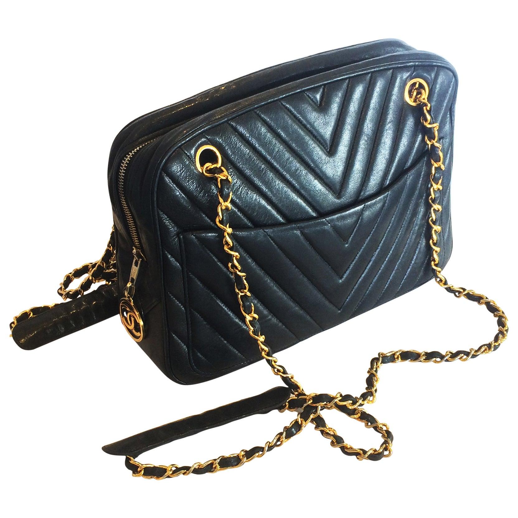 b6ef78cc580068 Authentic Chanel Black V Stitch Handbag Bag at 1stdibs