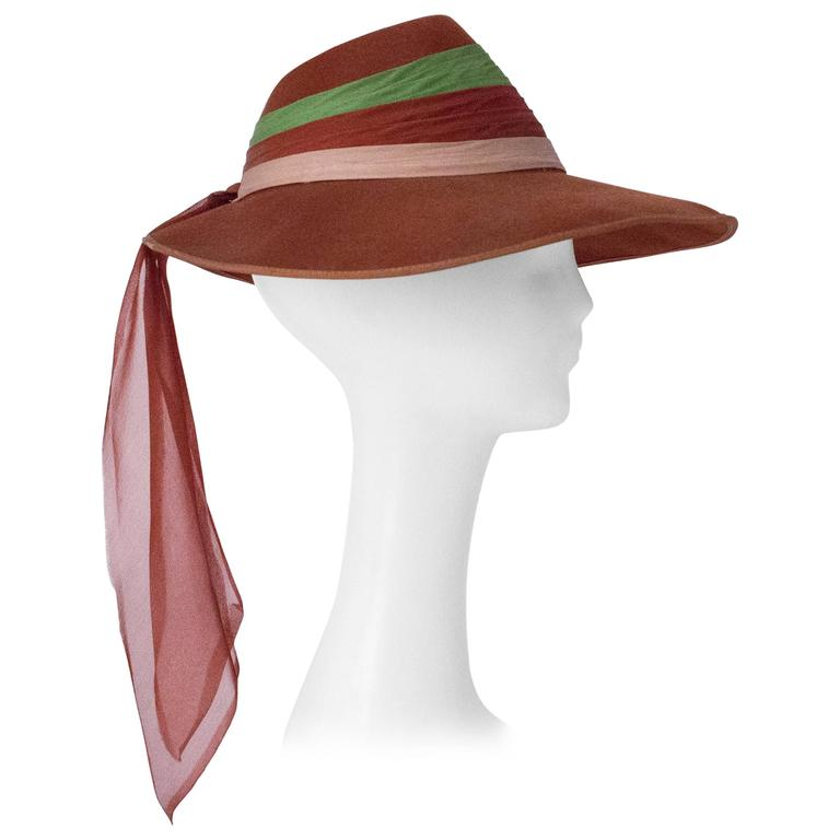 40s Wool Felt Hat with Silk Chiffon Tricolored Band For Sale