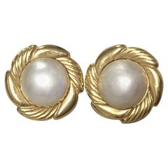 Vintage CHANEL golden round faux pearl earrings in flower design frame. Classic.