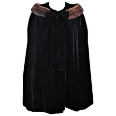 Vintage 1950's Black Metallic Velvet Cape with Mink Trim Size Medium Large