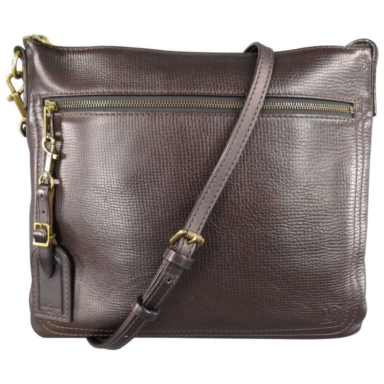 LOUIS VUITTON Brown Utah Textured Leather Sac Plat Messenger Bag