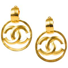 Vintage Chanel Spring 1996 Gold Tone Round 'CC' Clip On Drop Earrings