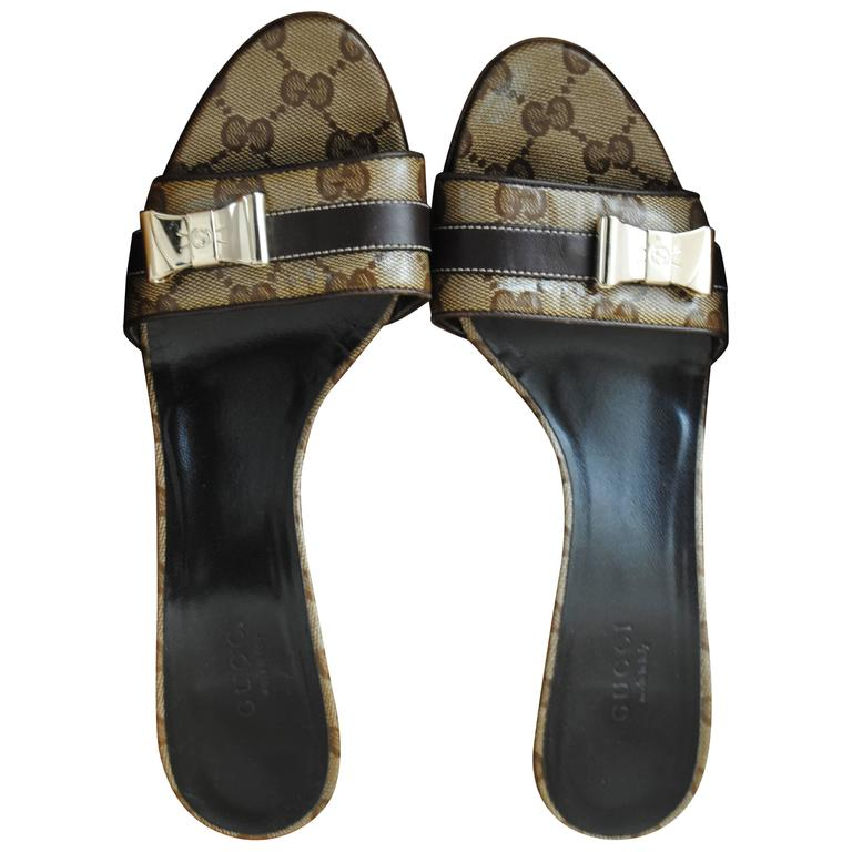 Gucci GG Logo Sandals Gold tone bows