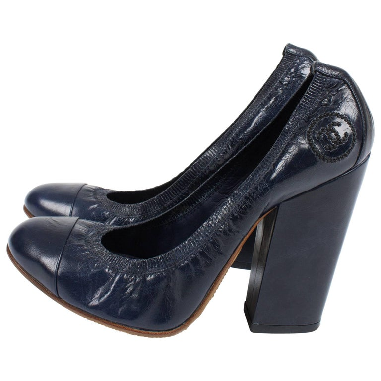 dace901db99f Chanel Pumps - dark blue leather For Sale at 1stdibs
